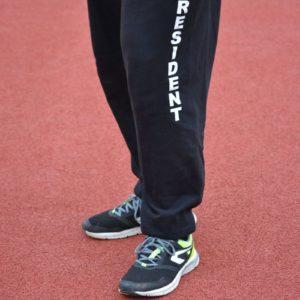 Sportovní kalhoty PRESIDENT, detail nápisu