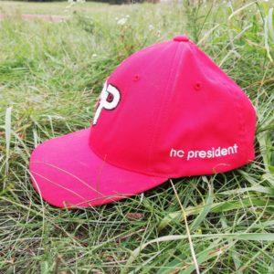Čepice s kšiltem boční pohled